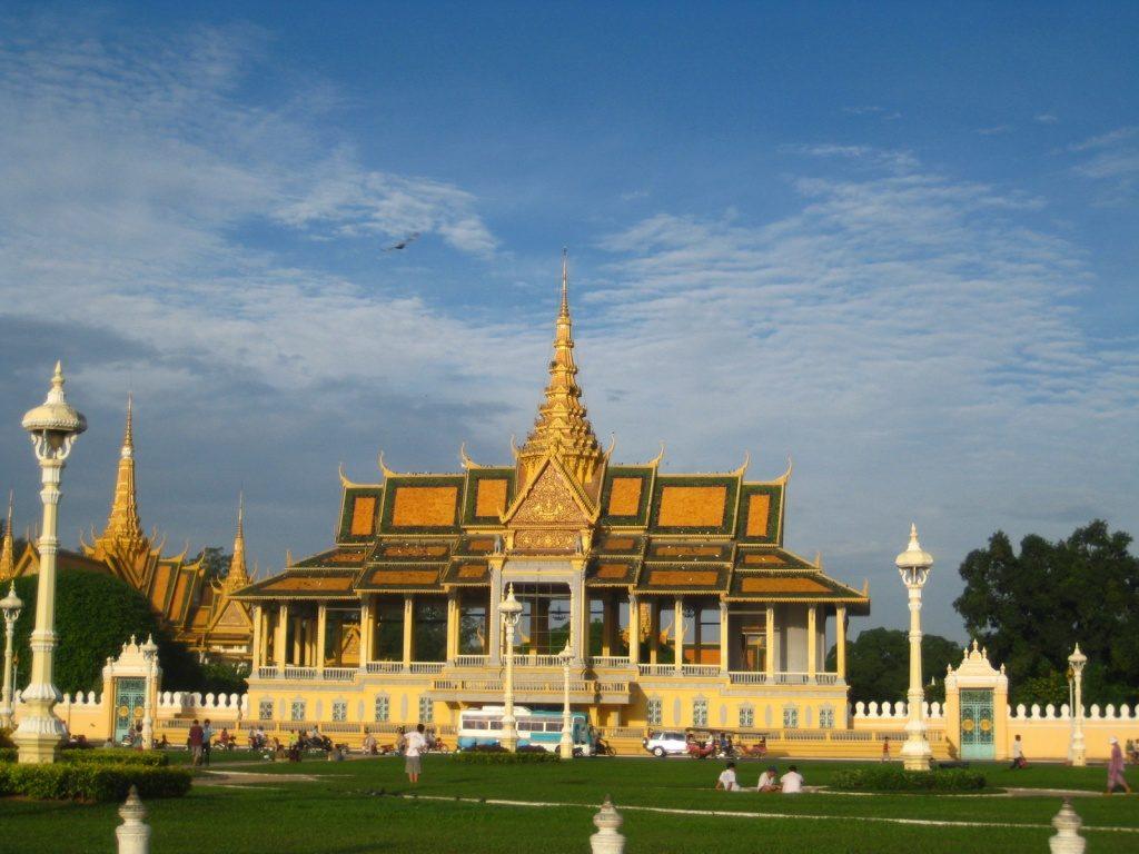 chuyen hang tu Dong Thap sang Campuchia qua cua khau Hoang Dieu