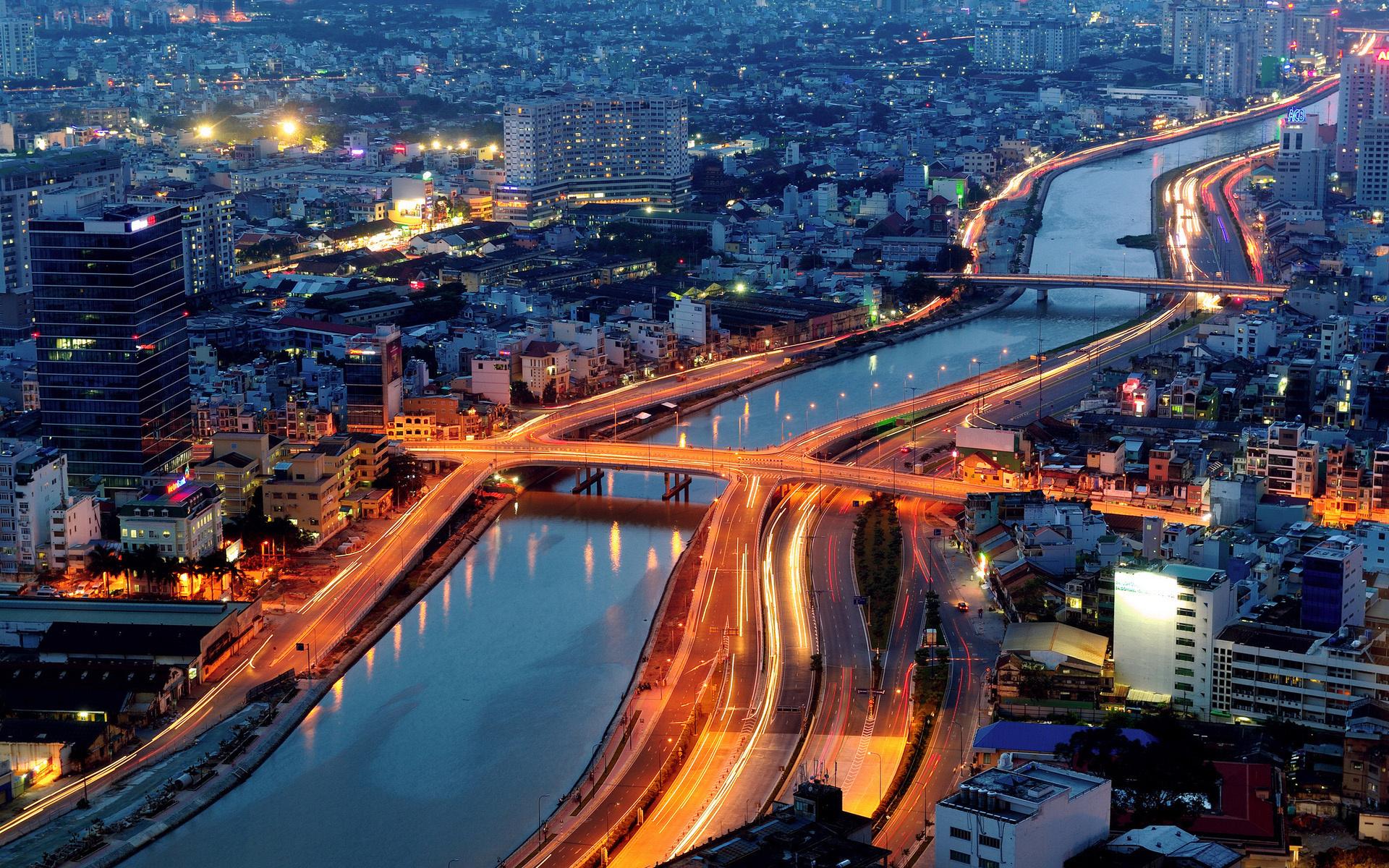 Chuyển phát nhanh từ Hà Nội đi Quận 1 Sài Gòn nhanh chóng, giá rẻ