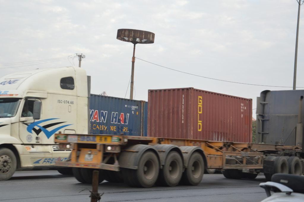 Dịch vụ vận chuyển sắt thép chính ngạch  hoặc tiểu ngạch đi Lào giá rẻ 2