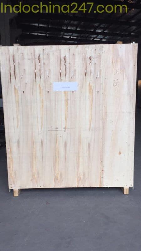 Máy giặt khô sau khi đã đóng pallet gỗ chuẩn bị vận chuyển từ Trung Quốc về Việt Nam