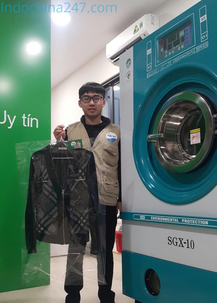 Bộ quần áo đầu tiên qua Máy giặt khô mới nhập từ Trung Quốc về Việt Nam