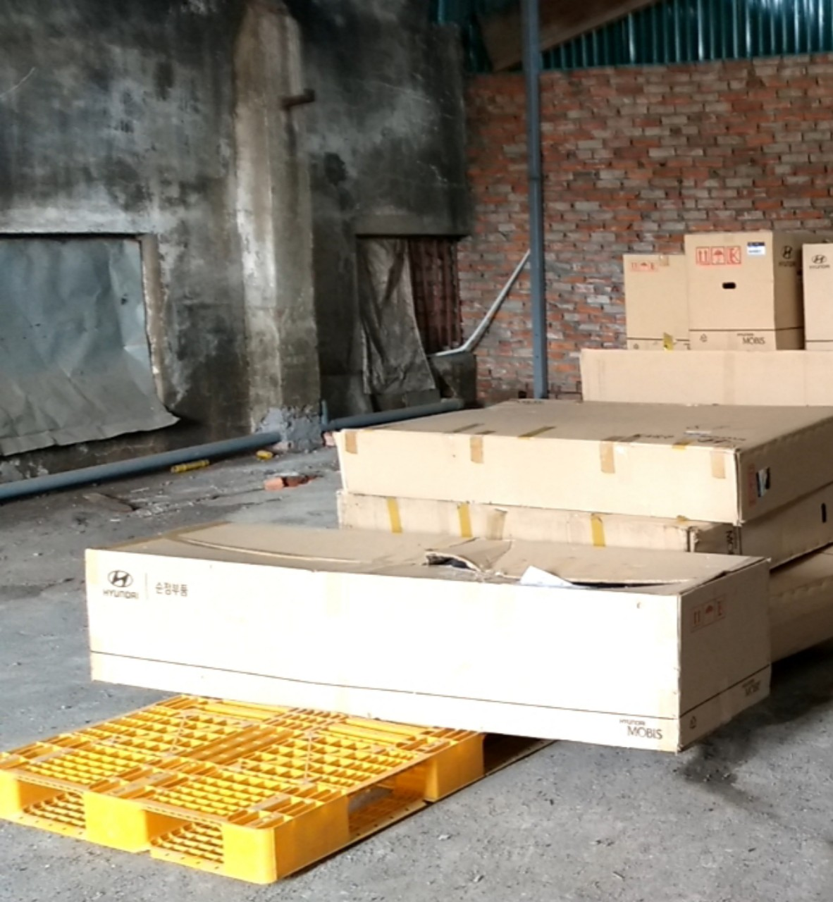 Nhận order vận chuyển xách tay hàng là phụ tùng ô tô từ Nhật và Thái lan