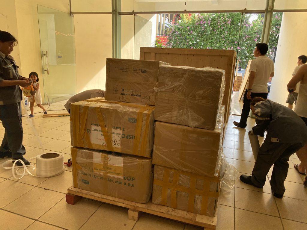 Dịch vụ chuyển phát nhanh hàng xách tay từ Canada về Việt Nam giá RẺ NHẤT