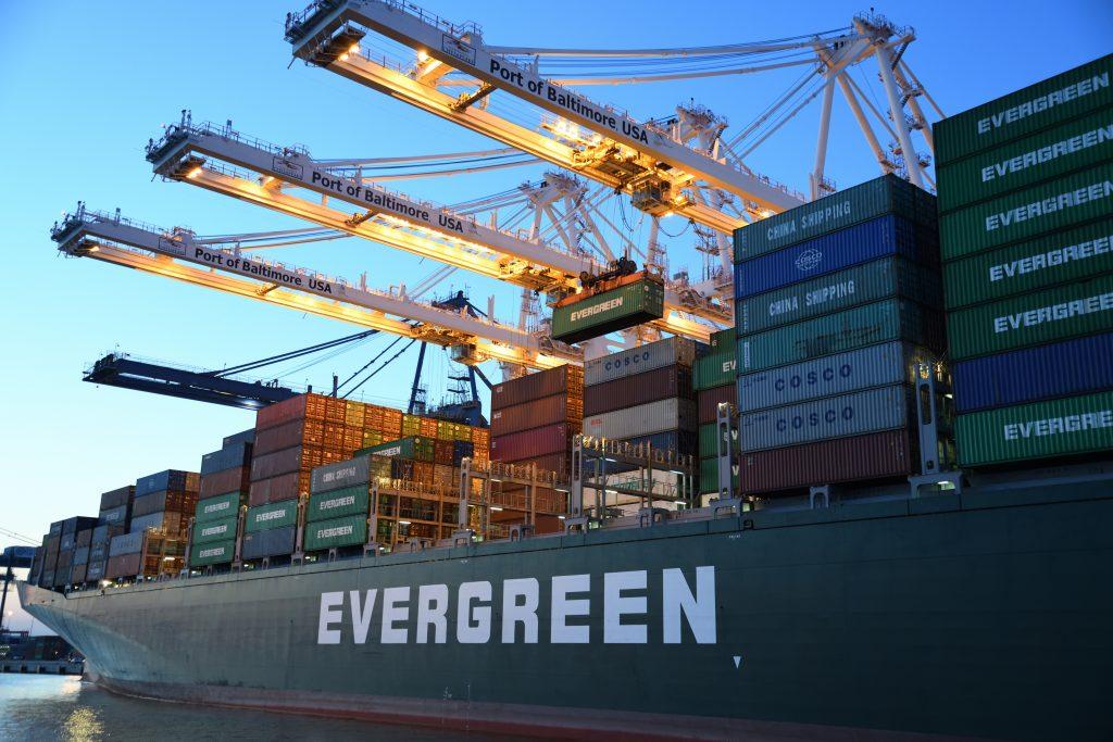 Dịch vụ vận chuyển đường biển và chuyển phát nhanh từ Mỹ
